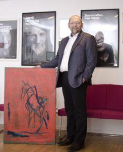 """""""Jag blev förälskad direkt när jag såg tavlan"""", säger Ronnie Åbrandt som köpte Thomas tavla till rekordpris. Foto: Zigge Mirski"""
